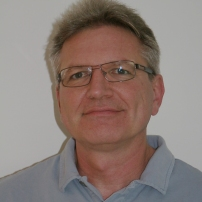 """Andreas Gamper, Informatiker: """"Die Gestaltung unserer Uetiker Dorfgemeinschaft verdient sachliche, parteiunabhängige Diskussionen, neue Ideen und transparente, breit abgestützte Lösungen. Die Lobby gibt mir als nicht 'Parteigebundener' eine ideale Möglichkeit an diesem Gestaltungsprozess mitwirken zu können."""""""
